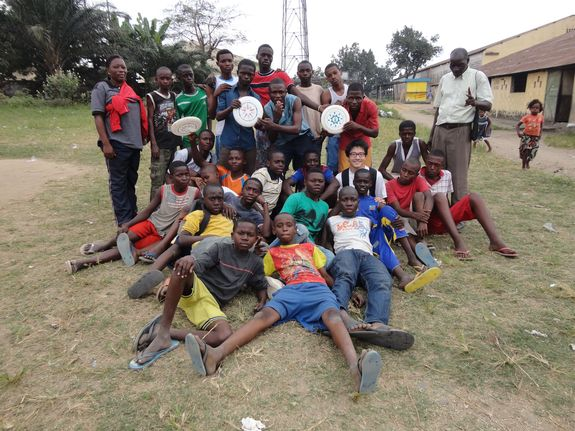 (練習後の1枚) アフリカ、コンゴ民主共和国にて、新しいムーブメン...   アルティメット•フ