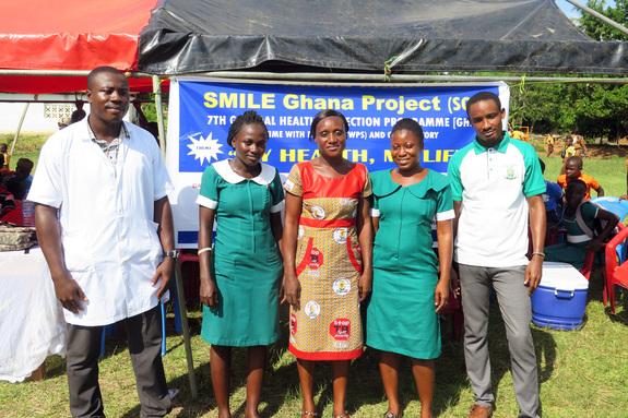 健康診断と観光ワークショップを実施した看護師と検査技師たち