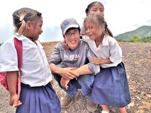 青年海外協力隊として活動していた無電化集落の子供たち