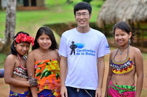 パナマの少数民族の子供たちと