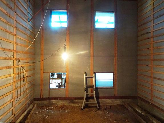 内装工事開始に向け、現在、解体作業中!