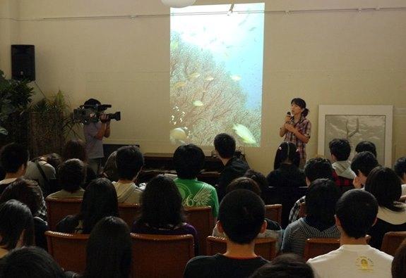 古谷千佳子の講演会の様子