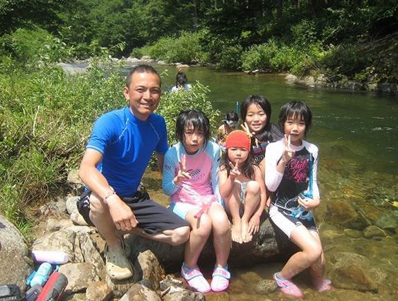 子供達と一緒に川遊び