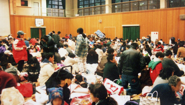 震災当時の避難所の様子
