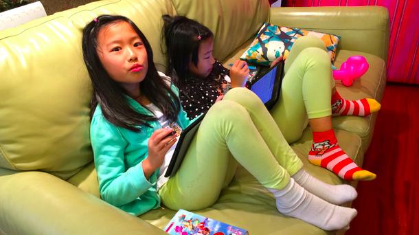RISUで勉強する姉妹