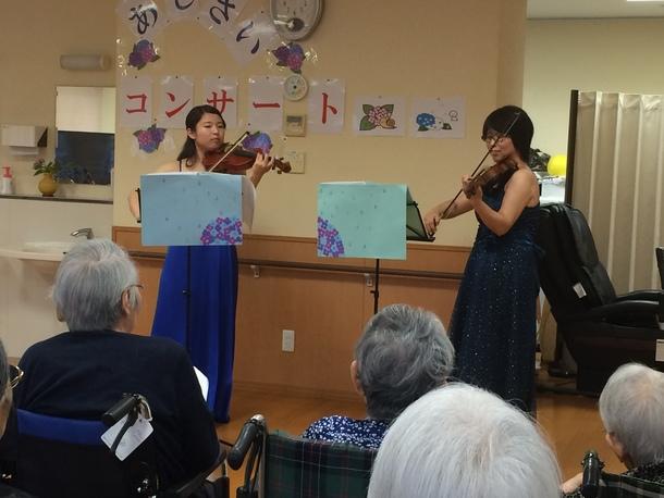 福祉施設にて訪問演奏を行いました。