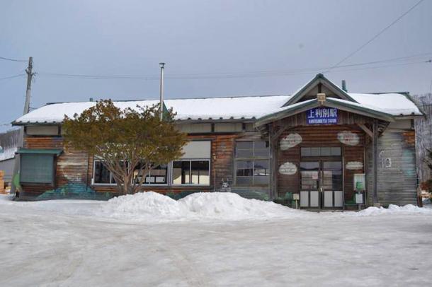 冬の上利別駅