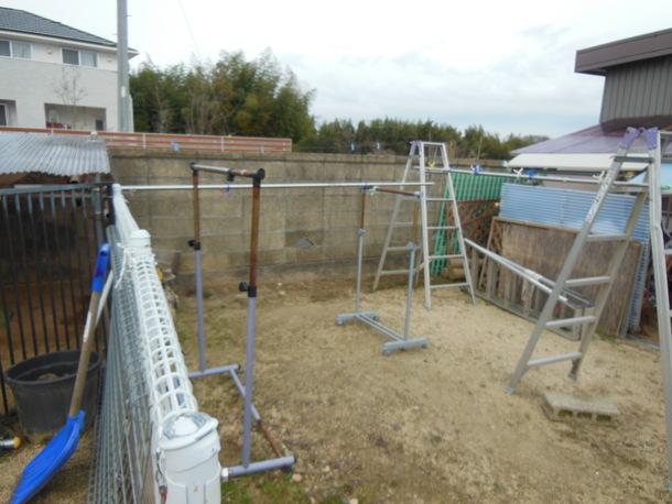 犬舎側のブロック塀