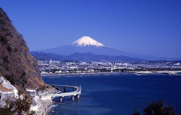 大崩大橋から見える富士山と久能地区