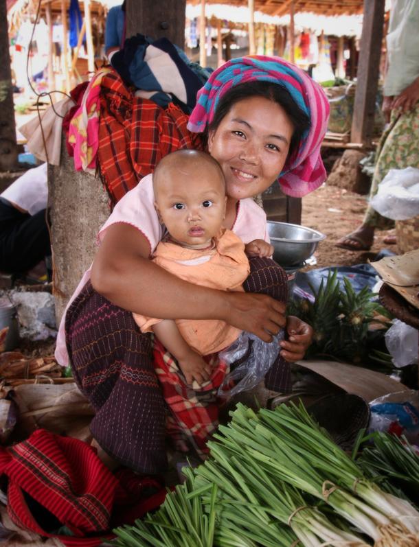 ミャンマー 家族写真