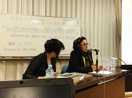 金沢講演でお話をするマリーさん