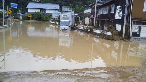 2013年7月28日の冠水した須佐中津交差点