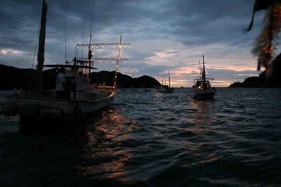 漁師による伝統の神事海上渡御