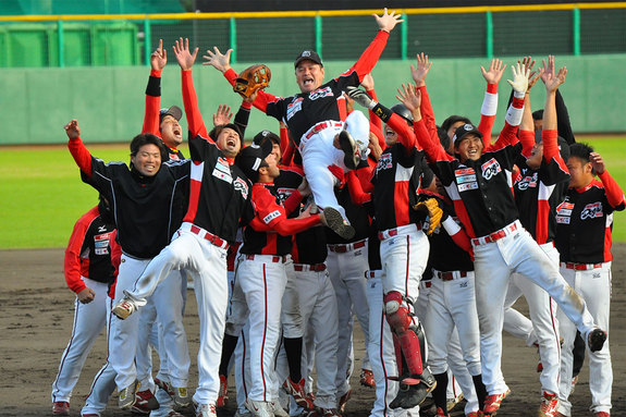 (2009年日本独立リーグ グランドチャンピオンシップで優勝した際の監督胴上げ)