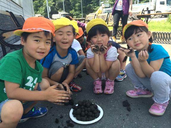 子どもたちと種ダンゴ作り