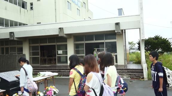 閖上中学校前での語り部