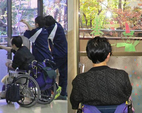 障がい者の方と、職業訓練中の中学生たちが一緒に遊んでいる様子