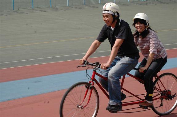 競輪場のバンク内でのタンデム自転車体験会を実施