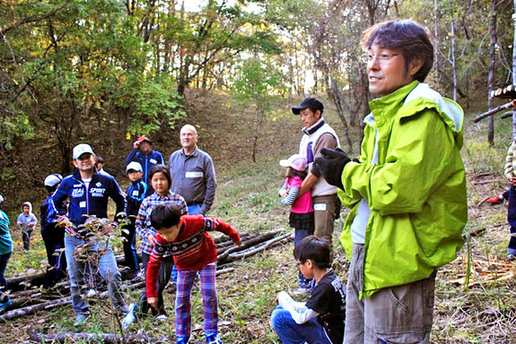 親子向け自然体験プログラム『ツリーハウスを作ろう』
