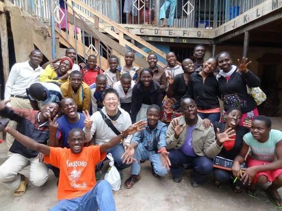2013年にマゴソスクールを再訪し、卒業生たちと