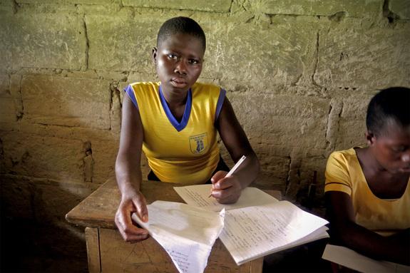 ガーナのカカオ生産地域に住むジャネット・サホちゃん(16歳)