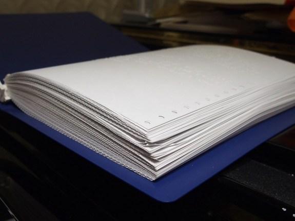 「1冊の点字楽譜」の厚さが判る写真