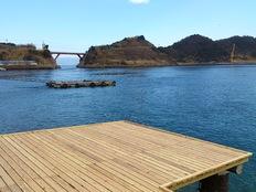 半島の先端の海に浮かぶベンチで、五感で海を感じて欲しい!!
