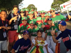東北からカリブへ 被災地の野球少年たち 未来への夢を乗せて