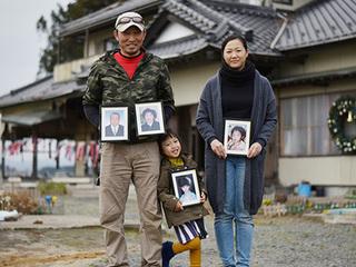 津波で行方不明のわが子を捜し続ける親の記録を写真集で伝えたい