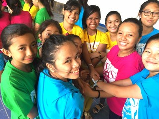 フィリピンの子ども達にもっと楽器を!小学校集結の音楽祭開催
