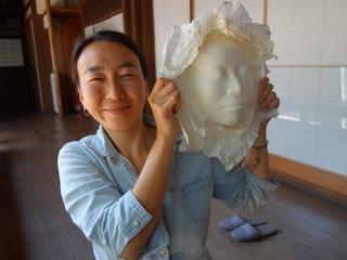 被爆者ピースマスクと芸術の力で平和を願う心を次世代に伝えたい